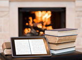 Tablet computer and pile books — Foto de Stock
