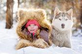 Chica con husky — Foto de Stock