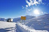 Strada pericolosa inverno — Foto Stock