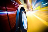 Snel rijdende auto — Stockfoto