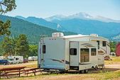 RV Fifth Wheel Camping — Stock Photo
