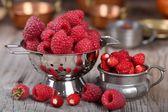 Raspberries and strawberries. — Stockfoto