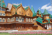 Beautiful wooden palace in Kolomenskoe — Stock Photo