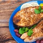 Стейк из лосося с овощами, приготовленные на гриле — Стоковое фото
