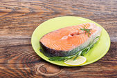 Fresh raw salmon red fish steak with herbs, spices and vegetables — Foto Stock