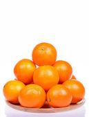 Muchos naranja cruda fresca aislado sobre fondo blanco — Foto de Stock