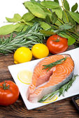 Fresh raw salmon steak with herbs, spices and vegetables — Stock Photo