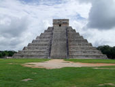 El Castillo in Chichen Itza — Stock Photo