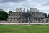 Templo de los guerreros en chichén itzá — Foto de Stock