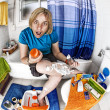 Shaving legs — Stock Photo
