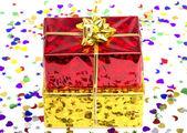 Roten und goldenen geschenkkarton — Stockfoto
