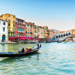 Gondola at the Rialto bridge in Venice, Italy — Stock Photo