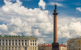 View of St. Petersburg. The Alexander Column in the Palace Square — Stock Photo