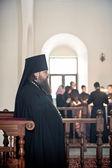 Orthodoxe liturgie mit bischof quecksilber in hohen kloster st. peter — Stockfoto
