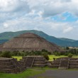 Pyramid of the Sun as viewed from pyramid of the Moon, Mexico — Stock Photo #13370696