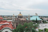 旧聖堂とグアダルーペ、メキシコのために近代的な聖堂. — ストック写真