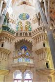 Wnętrze kościoła Sagrada familia, barcelona — Zdjęcie stockowe