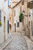 Medieval street in Sitges old town, Spain — Stock Photo