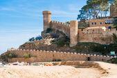 Beach and medieval castle in Tossa de Mar, Spain — Stock Photo