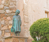 Girl statue in Tossa de Mar medievaltown in Catalonia, Spain — Stock Photo