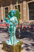 Street performer imitating statue at La Ramblas in Barcelona, Sp — Stock Photo