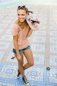 滑板的女人 — 图库照片
