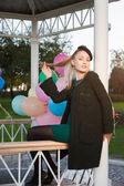 Vrouw met ballonnen — Stockfoto