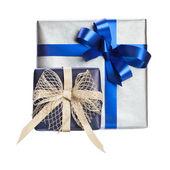 δύο δώρο κουτί με μπλε κορδέλα — Φωτογραφία Αρχείου