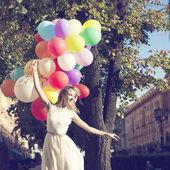 Kvinna med ballonger — Stockfoto