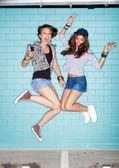 Jonge geluk vrouwen — Stockfoto