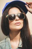 женщина в летняя шапочка — Стоковое фото
