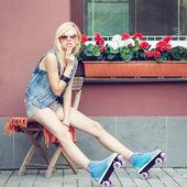 Girl roller skater — Stock Photo
