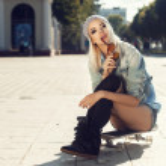 Sensual skater girl — Zdjęcie stockowe