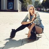 Sensual skater girl — Stock Photo