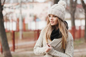 Fashionable stylish girl in white knit jacket — Stok fotoğraf