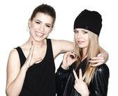 Två unga flicka vänner — Stockfoto