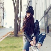 Portrait of a beautiful girl hipster — Stock Photo