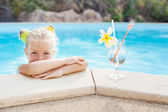 Toddler girl with cocktail in tropical beach pool — Stok fotoğraf