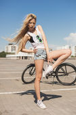 Young sexy woman with bike outdoors — Stock fotografie