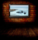 Plasma TV on the wall of the room with wooden floor — Zdjęcie stockowe
