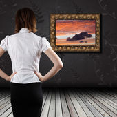 Woman standing in the gallery — Stock Photo