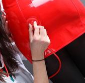 セクシーな赤いフェチ ドレス — ストック写真