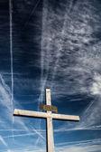 Croix chrétienne contre le ciel — Photo