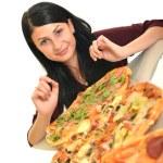 jeune femme manger un morceau de pizza sur un fond blanc — Photo