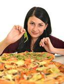 ピザ、白い背景の部分を食べる若い女性 — ストック写真