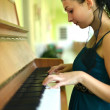 Woman playing piano — Foto Stock