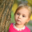 Little girl in park — Lizenzfreies Foto