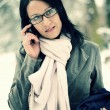 Young woman using mobile phone outdoors - Stockfoto