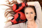 Sexy boxeadora aislado sobre fondo blanco — Foto de Stock