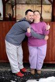 älska par med downs syndrom — Stockfoto
